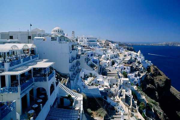 【特色悬崖酒店-希腊海岛8日】独家安排专车前往Oia伊亚小镇,冬日里的圣托里尼――欣赏白墙蓝窗