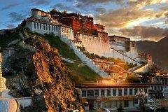 西藏旅游必去的景点_布达拉宫