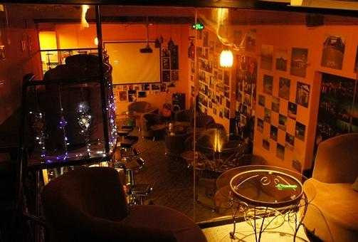 澜沧江酒吧一条街