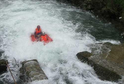 龙脊峡皮筏漂流