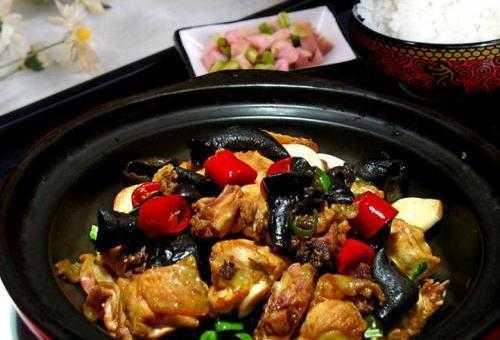 松花湖景区黄焖鸡米饭
