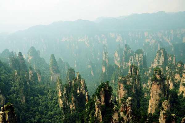 长沙、韶山、张家界国家森林公园、天子山、 袁家界(阿凡达仙境)、矮寨大桥、湘西凤凰古城双卧6