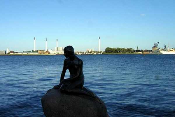 小美人鱼铜像