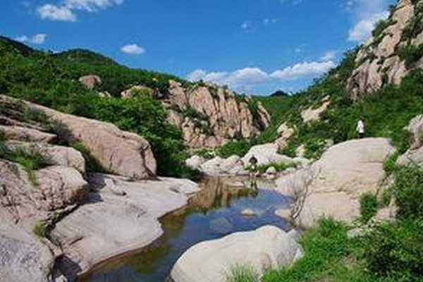 河北旅游 河北旅游景点 > 花厂峪        花厂峪有15公里,其中秦皇岛